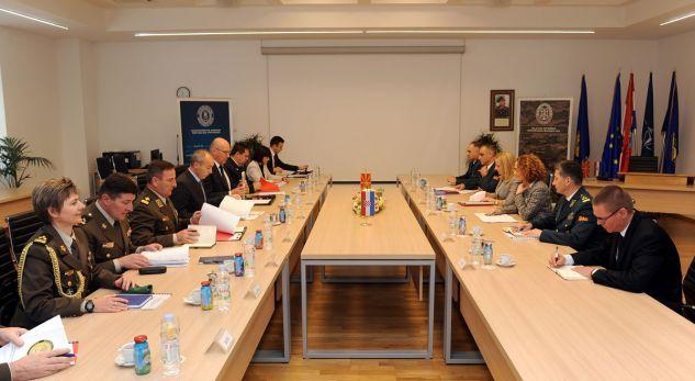 Kroacia mbështet Maqedoninë në rrugën drejt NATO-s