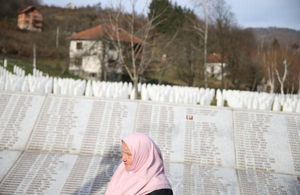 Nisma e të Rinjve për të Drejtat e Njeriut e fton Serbinë të ballafaqohet me të kaluarën