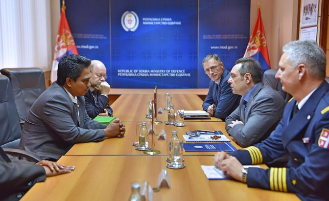 Ministri i shtetit që tërhoqi njohjen e Kosovës shkon në Serbi
