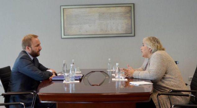 Ministri Tahiri takohet me shefen e EULEX-it, flasin për provimin e Lumezit