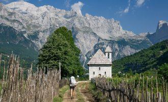 Thethi mirëpret turistët me eksplorim, gatim, ritëm dhe art