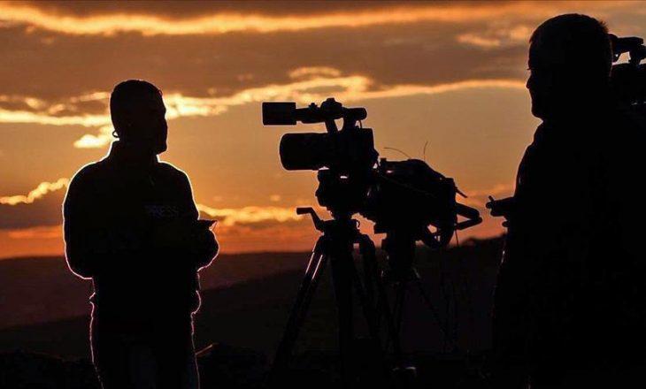 Regjisorët e dokumentarit që punonin për televizionin turk dalin para gjykatës