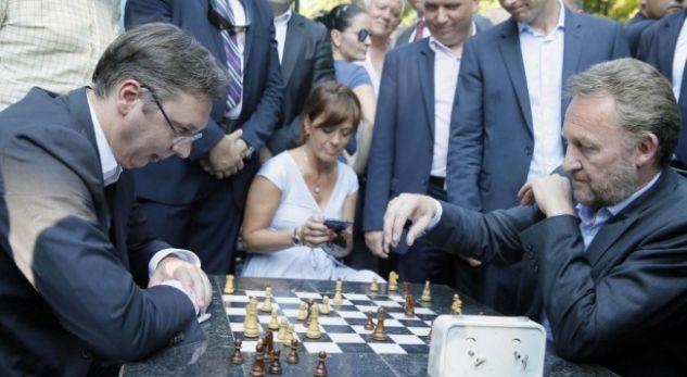 Vuçiqi e kërcënon Izetbegoviqin rreth deklaratave për Kosovën