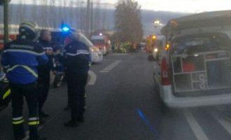 Treni godet autobusin e shkollës, 3 të vdekur në Francë