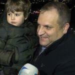 Ahmeti i ndez dritat festive në Sheshin e Prishtinës
