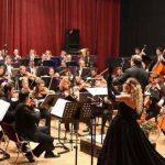 Tingujt e luftës dhe të paqes gërshetohen në koncertin e fundvitit të Filarmonisë