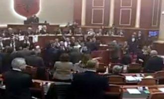 Kuvendi i Shqipërisë e zgjedh kryeprokuroren e shtetit në mes tensionesh