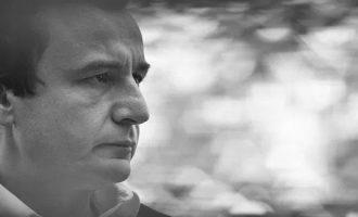 Albin Kurti është në një moment kur kritikët i bëjnë nder, ndërsa adhuruesit i bëjnë dëm