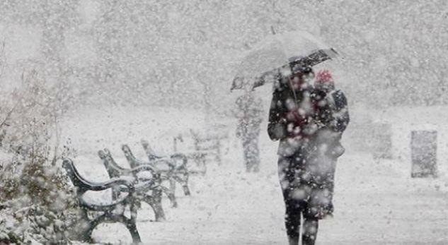 Reshje të mëdha të borës në Prishtinë