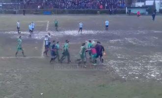 Rrëfehet gjyqtari i dhunuar: Trajneri i nxiti lojtarët të më godisnin [Video]