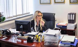 Ora me vlerë 11 mijë euro – dhurata e pranuar nga këshilltarja e kryeministrit