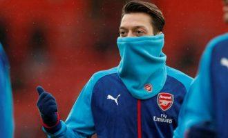 Ozil ka zgjedhur në mes të Unitedit dhe Barcelonës