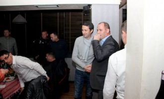 Lladrovci ia kërkon publikisht dorëheqjen – kërkesa ekzekutohet menjëherë