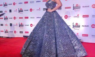 Aktorja e famshme indiane prezantohet me veshje të stilistëve kosovarë (FOTO)