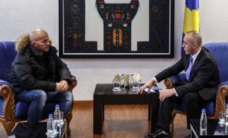 Kryeministri i ndan 3 mijë euro të pagës për qytetarin e sëmurë