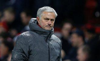 Manchester United shpërblen Jose Mourinhon me 15 milionë funte