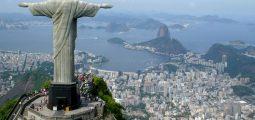 Violinisti shqiptar performon në majë të statujës së Jezu Krishtit në Rio de Janeiro