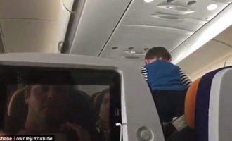 Fëmija që bërtiti për tetë orë gjatë udhëtimit me aeroplan