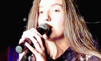 Vajza 18-vjeçare që mori vëmendjen e gjermanëve me pozitë e saj [VIDEO]
