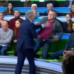 Debati televiziv eskalon në rrahje me grushta (Video)