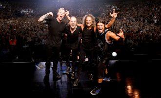 "Grupi ""Metallica"" pozon me flamurin shqiptar"