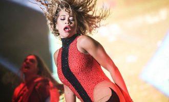 Pas Duas, edhe Rita Ora mbështillet me flamur të LGBT-së në koncert