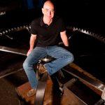 Jeff Bezos investoi 42 milionë dollarë, në një orë që do të zgjasë 10 mijë vjet
