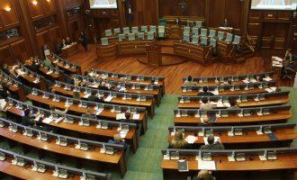 Një ditë pas pavarësisë mbahet seanca solemne e Kuvendit