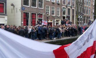 """Tifozët anglez të """"shthurur"""" në rrugët e Amsterdam – arrestohen 25 persona (VIDEO)"""