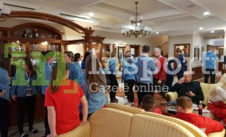 Ekskluzive: Momenti kur policia serbe hyn në hotel te Kombëtarja e Kosovës (FOTO)