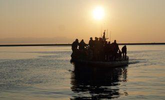 Fundoset anija, vdesin 14 migrantë