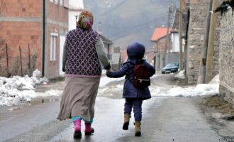 Pabarazia gjinore nis nga familja