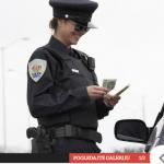 Policja e ndalon vozitësin dhe shokohet kur ia sheh patentën
