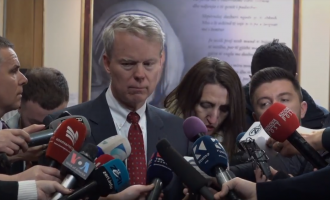 Ambasadori i SHBA-ve komenton ratifikimin e demarkacionit