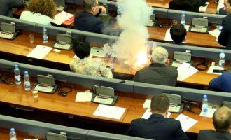 Rrëfimi i deputetit të Vetëvendosjes për metodat e futjes së gazit në Kuvend