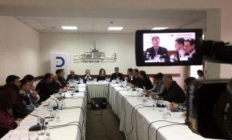 Rritet numri i kërcënimeve, pushtetarët vazhdojnë të mbrojnë sulmuesit e gazetarëve