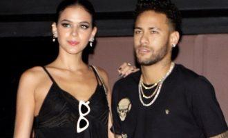 Neymar publikon video duke kërcyer pa paterica (Video)