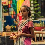Rastësisht e fotografon një lypëse në rrugë dhe ia ndryshon jetën rrënjësisht