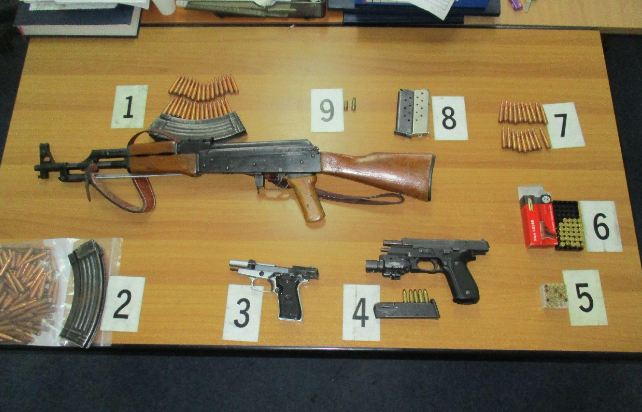 Sekuestrohen tri armë në Caparc të Prizrenit