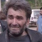 Mbi 400 burra kosovarë duke qarë i gëzoheshin lirimit nga burgjet serbe më 1999