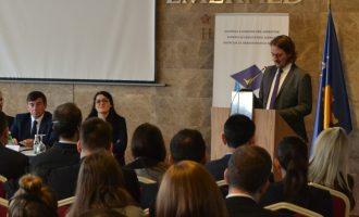 Drejtori i EQAR-it thotë se përjashtimi i Kosovës do t'i izolojë studentët kosovarë