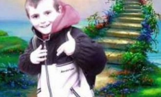 Babai i 8 vjeçarit që e kishin mbytur qentë endacakë porosi për pushtetarët