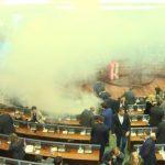 Cili deputet e hodhi gazin lotsjellës herën e dytë