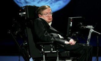Urna e Hawking-ut do të vendoset afër varreve të Newton-it dhe Darwin-it