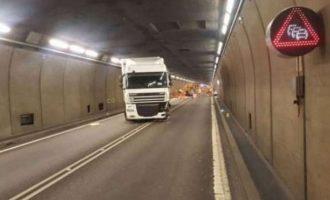 Kamioni përplaset në maune, lëndohet vozitësi kosovar në Austri
