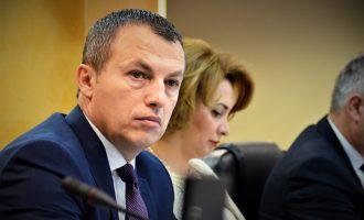 Ministri Reçica vlerëson angazhimin e punonjësve social