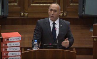 Kryeministri merr për të tretën herë fjalën për t'i lutur deputetët