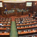 Gashi e Haxhiu përplasen rreth ndryshimit të një rregulloreje në Kuvend