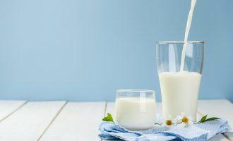 A i dini dobitë e pijes më të konsumuar në botë – qumështit?
