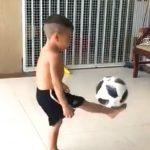 Ky fëmijë ka aftësi të jashtëzakonshme (VIDEO)